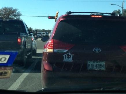 Zelfs de auto's zijn als Rudolf versierd!