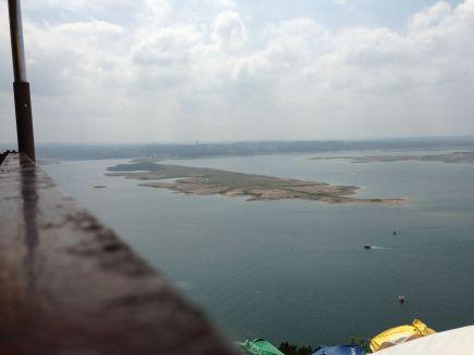 Uitzicht op Lake Travis: het eiland staat bij normale regenval volledig onder water