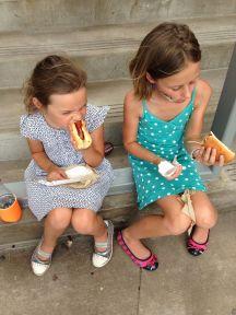 Amerikaanse hot dogs eten...