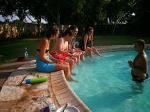 Verkoeling in het zwembad...