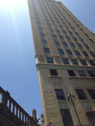 """""""Optisch bedrog"""" gebouw: het lijkt of het gebouw geen achterzijde heeft..."""